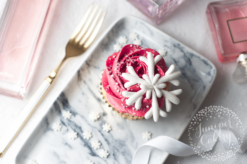 How to make fondant snowflakes without moulds or cutters!