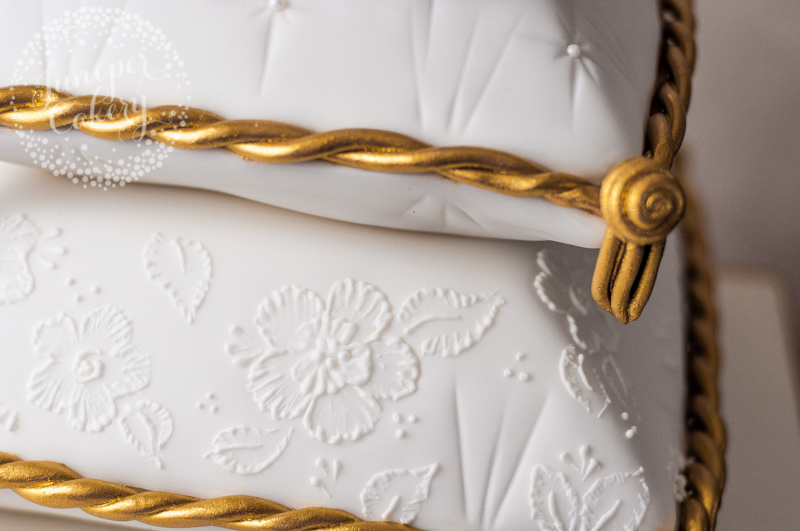 Royal icing detail by Juniper Cakery