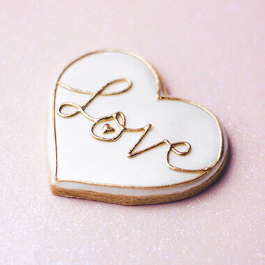 wedding cookie favours by Juniper Cakery
