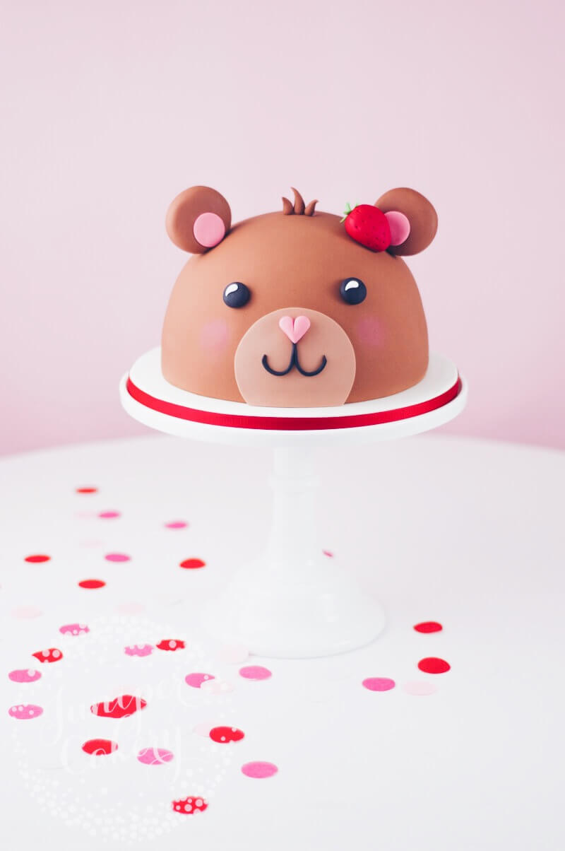 Teddy bear cake by Juniper Cakery
