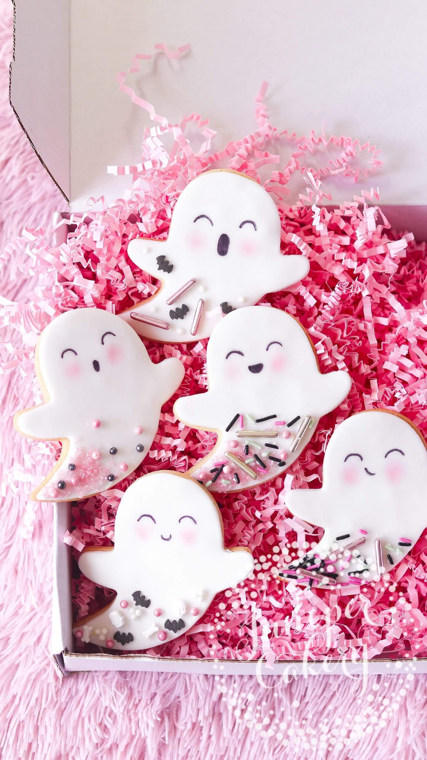 Adorable ghost cookies for Halloween by Juniper Cakery