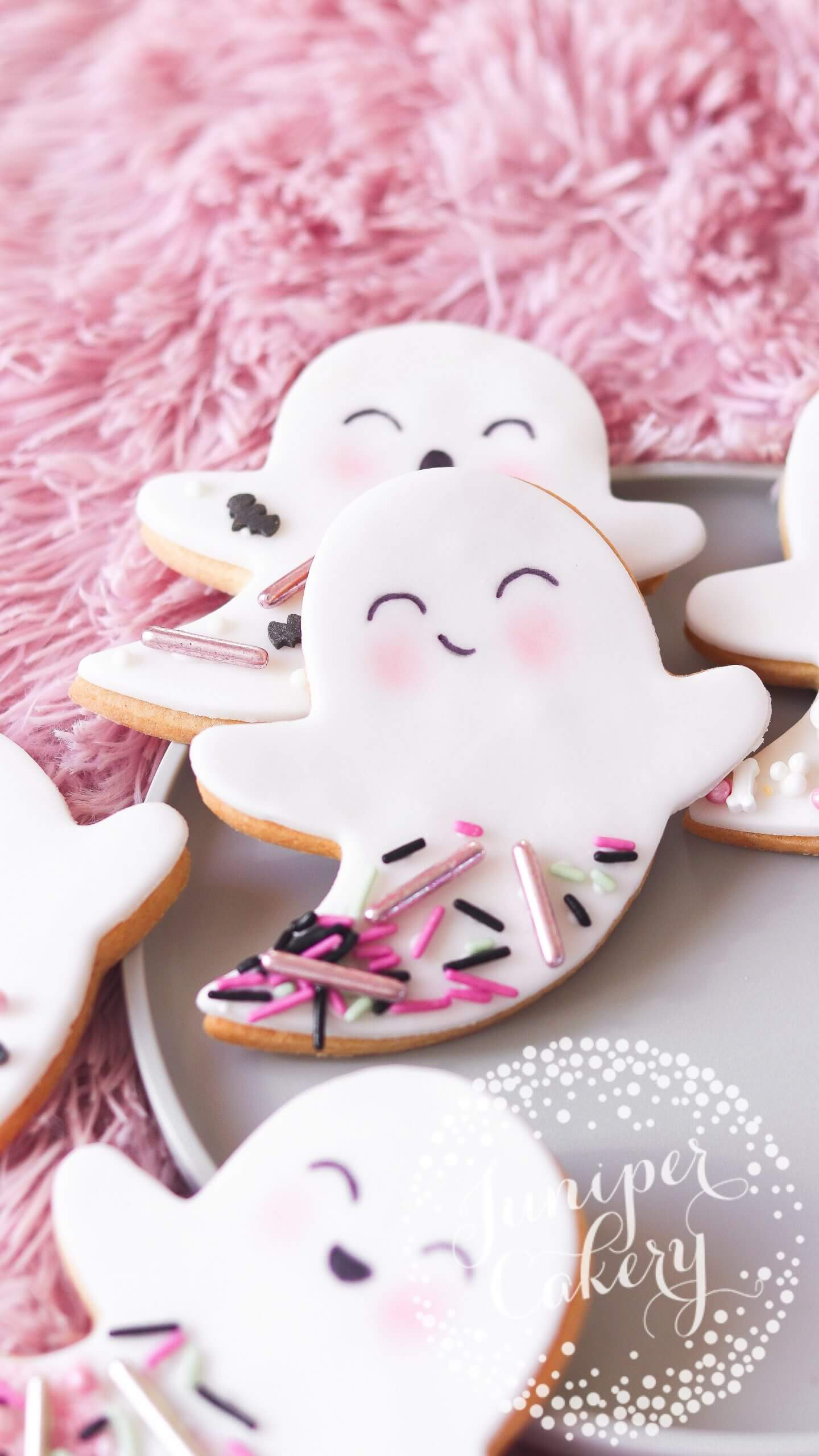 Fun ghost cookies for Halloween by Juniper Cakery