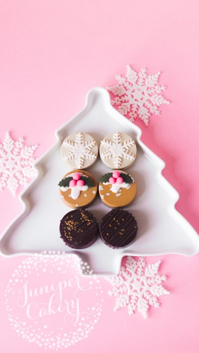 Christmas Chocolate Covered Oreos by Juniper Cakery