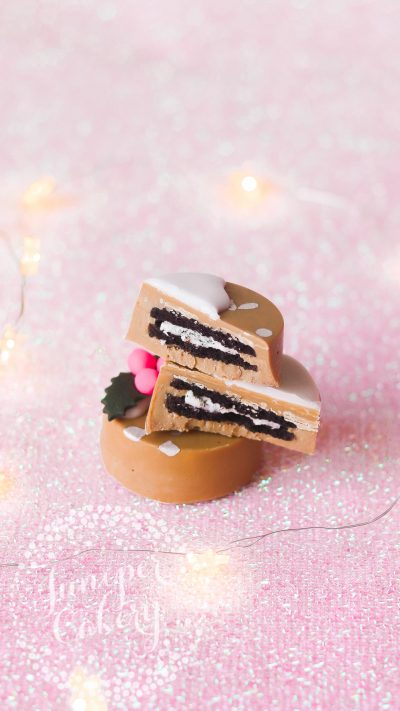 Festive Chocolate Covered Oreos by Juniper Cakery