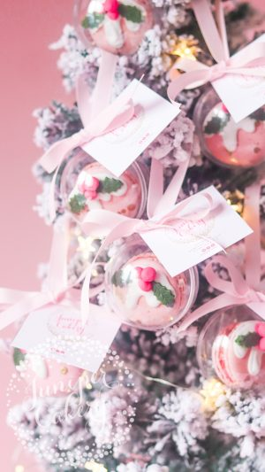 Christmas Pudding Macaron Baubles by Juniper Cakery